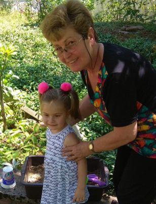 Д-р Григорова с внучката си